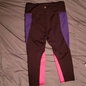 GAP Pants - Gap fit women's multi colored capri leggings